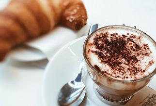 Vanilia, chiar și o picătură, face ca laptele cu ciocolată să pară mai dulce decât e de fapt
