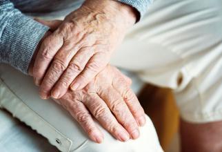 Durerea, insomnia și depreia vin odată cu artroza