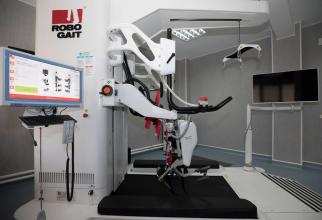 Robotul cu care se face recuperare neuromotorie la pacienții cu AVC și traumatisme. Foto: Iulian Năstăsache/Spitalul Militar