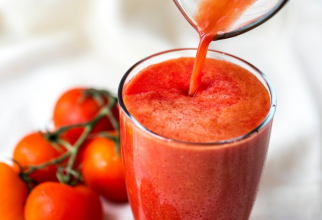 """Sucul de roșii consumat fără sare reduce hipertensiunea și colesterolul """"rău"""""""
