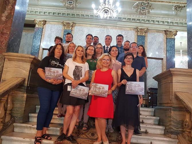 O parte dintre jurnaliștii premiați la absolvirea cursului de acordare a primului ajutor. Foto: prof.dr. Victor Purcărea