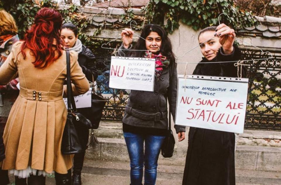 Imagine care militează pentru dreptul femeii la avort FOTO: Centrul Filia și ECPI