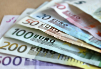 Medicul a luat banii de la o persoană neasigurată    FOTO: Pixabay