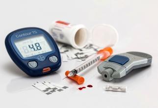 Glucometrul, benzile de testare și dispozitivul cu lanțetă sunt esențiale pentru pacienții cu diabet