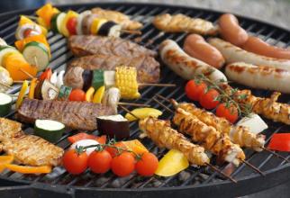 Chiar dacă ești mare fan grătar, poți alege anumite alimente care sunt mai slab calorice și care nu îngrașă