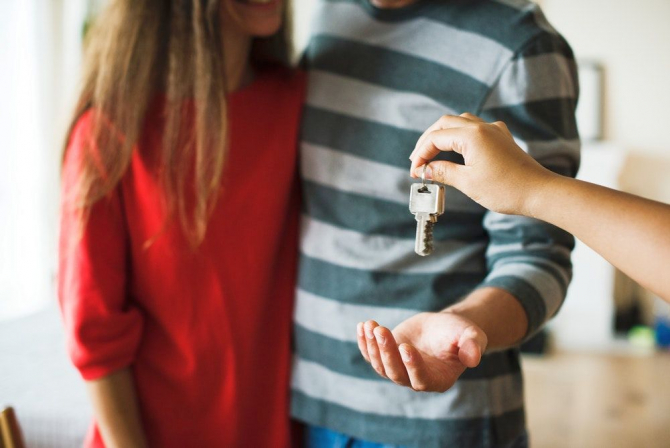 Peste 60 de apartamente ar putea fi locințe de serviciu pentru personalul medical