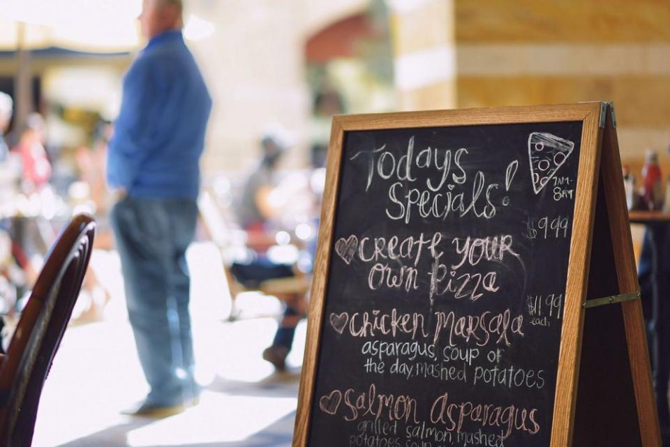 Unități de alimentație publică de pe litoral, amendate pentru nereguli