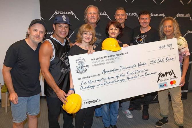 Metallica a donat 250.000 de euro pentru construirea unui spital în București. Foto: Facebook/Carmen Uscatu