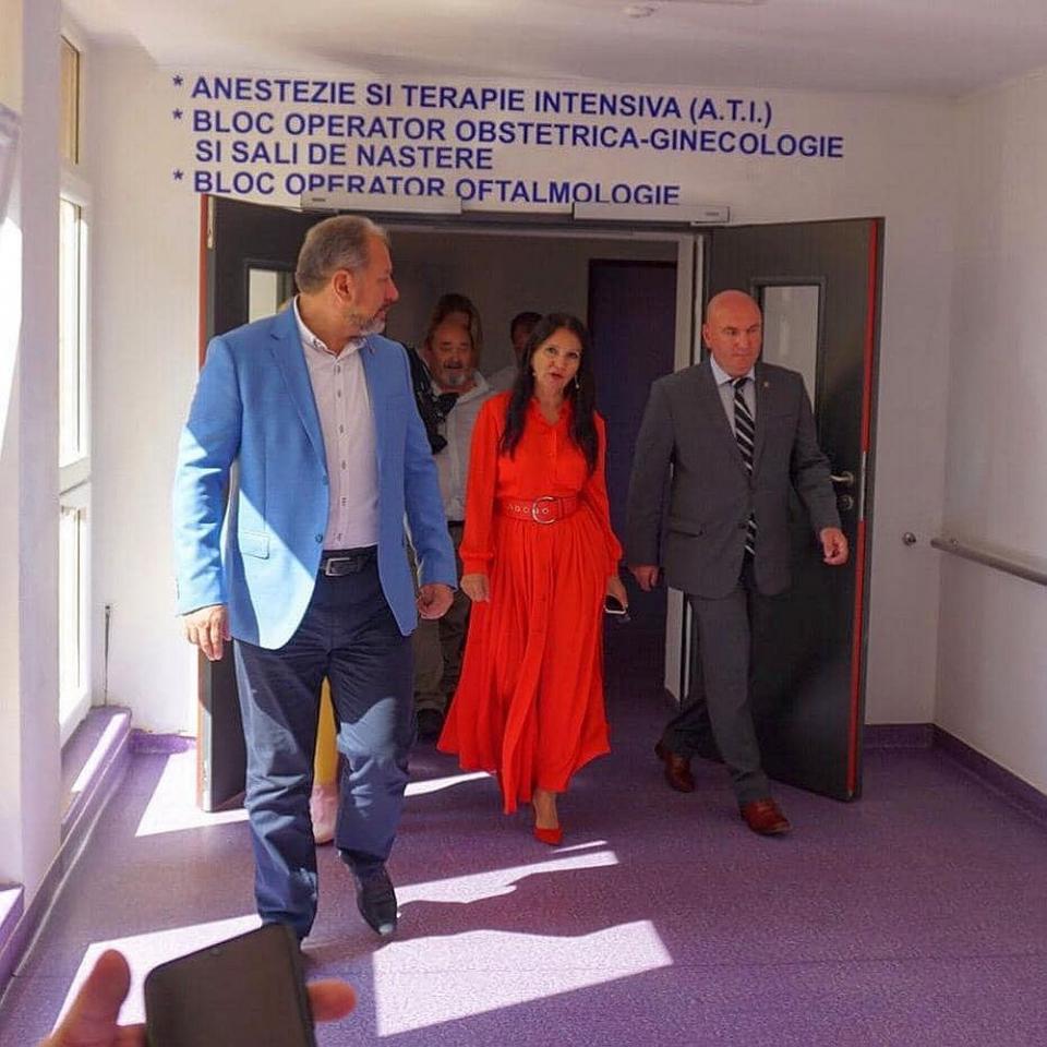 Sorina Pintea, la Spitalul din Bistrița. Foto: Ministerul Sănătății / Facebook