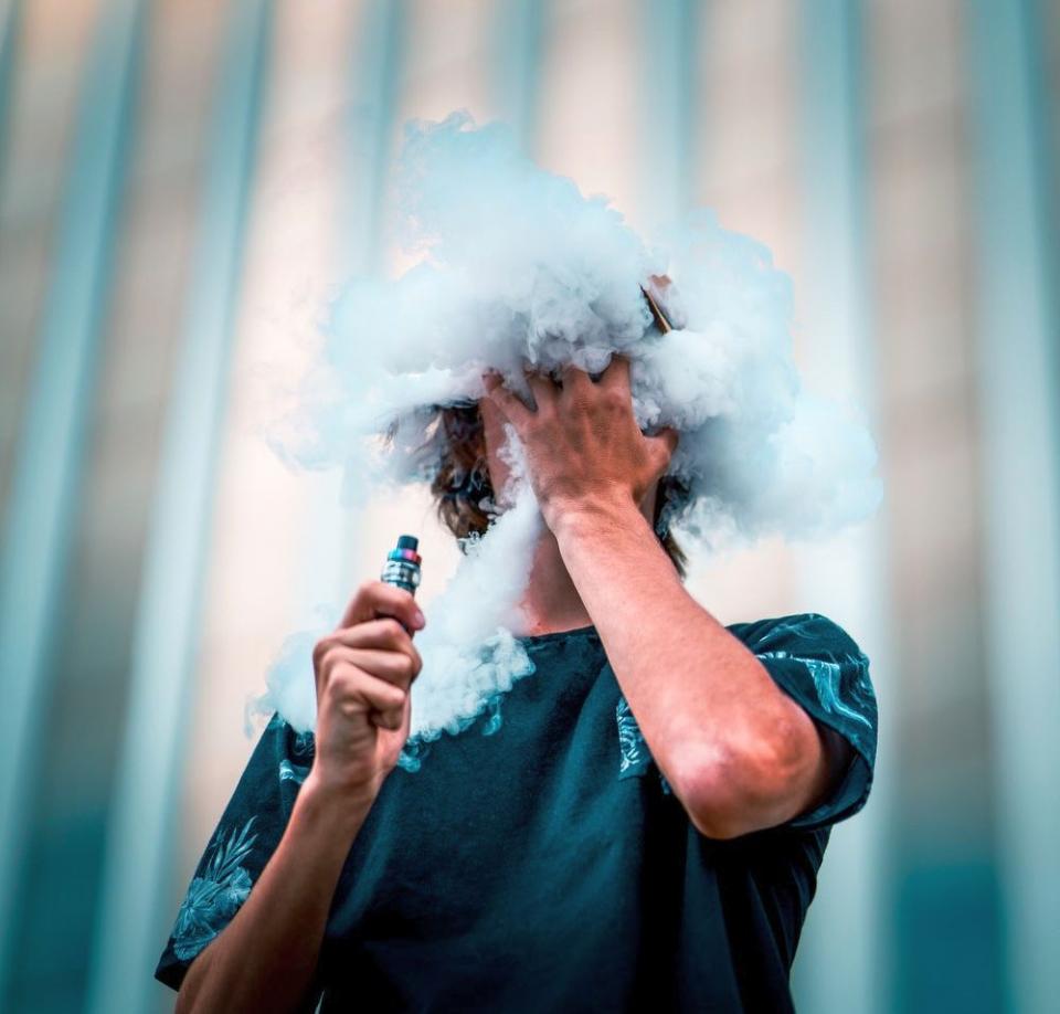 Tigările electronice ar putea fi mai periculoase decât cele cu tutun