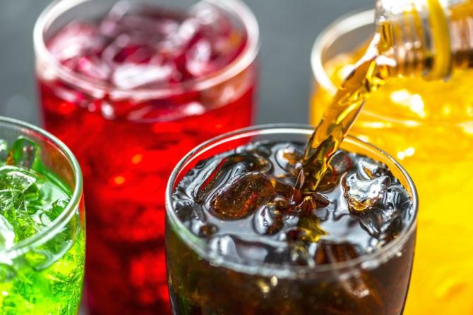 Băuturile răcoritoare indulcite cresc riscul de boli cardiovasculare