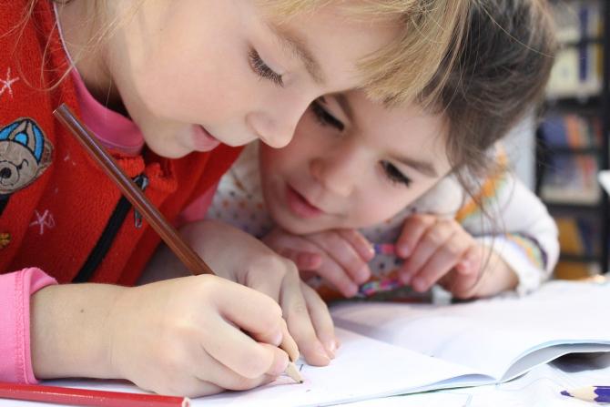 Părinții ar trebui să țină legătura cu profesorii