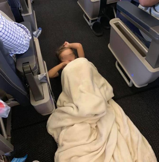 Braysen, pe jos în avion. Foto: Lori Gabriel / Facebook
