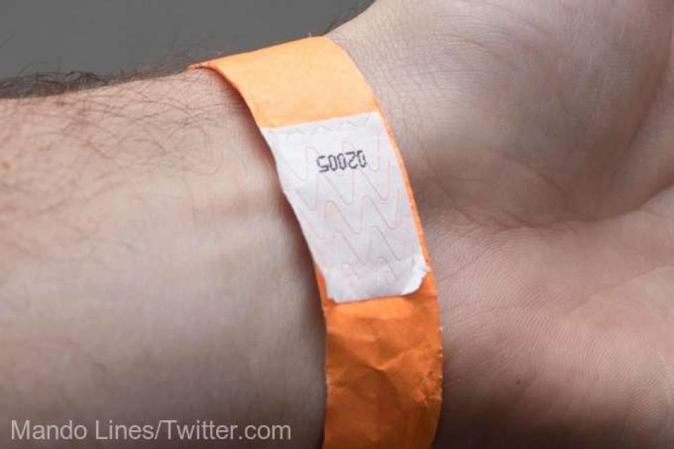 Toate victimele purtau brățări portocalii la mână     Foto: Mando Lines/Twitter