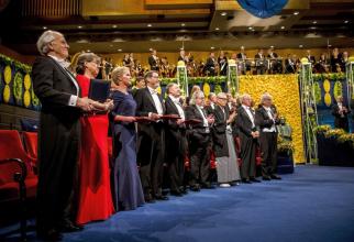 Laureații Nobel 2018 la Gala de premiere. Foto: Nobel Media AB 2018 / Alexander Mahmoud.