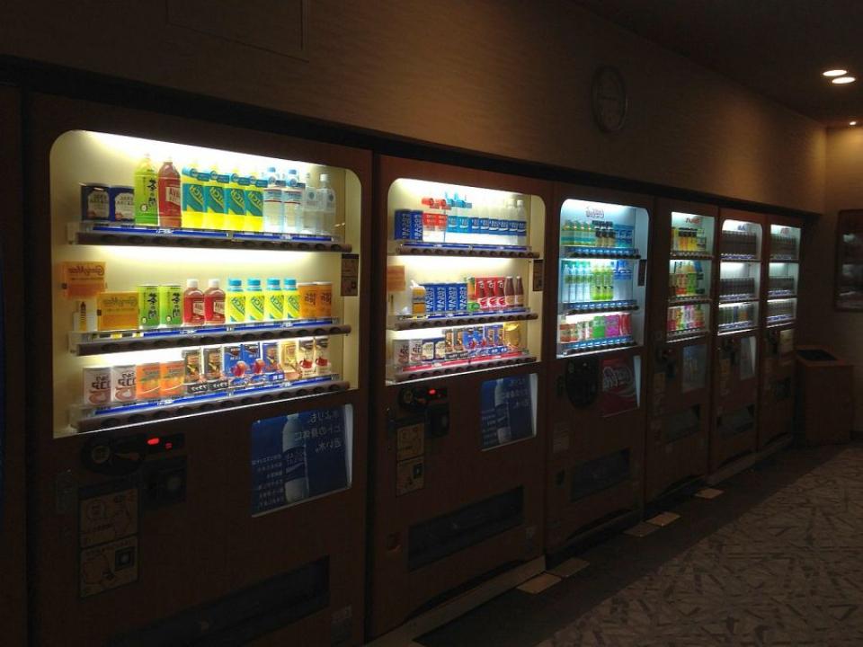 Alimentele din automate vor avea caloriile trecute mare pe etichetă