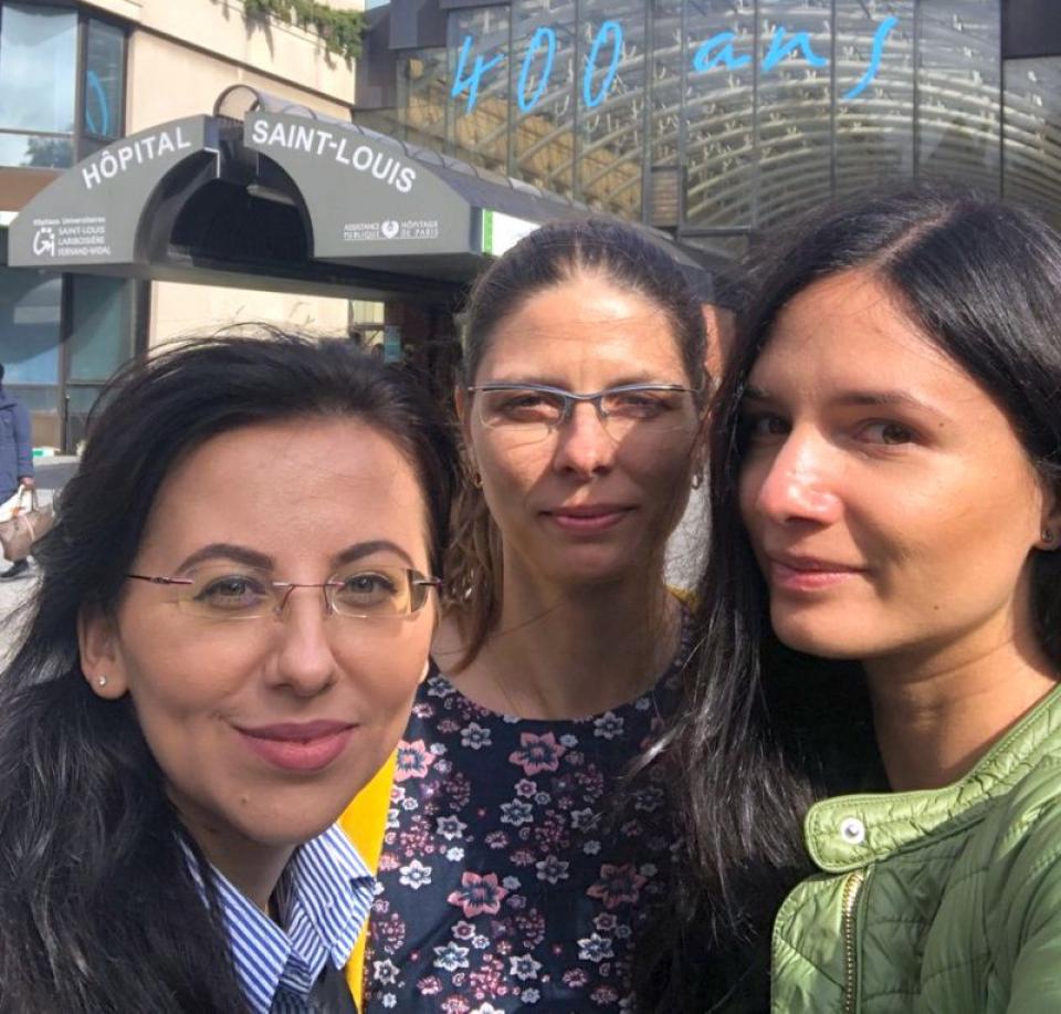 Dr Doina Nacea, dr Siramona Popescu și dr Angela Tecuceanu s-au specializat în spitalele franceze în tratarea arsurilor. Foto: Ambasada Franței în România/Twitter