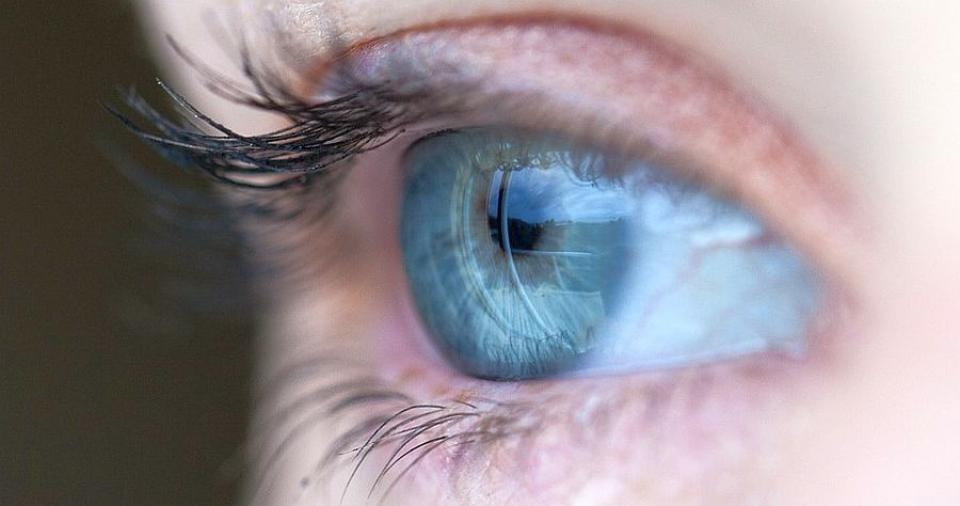 """Alzheimer ar putea fi """"văzut"""" în ochi în fază încipientă"""