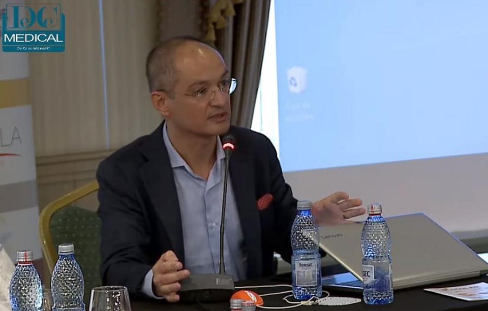 Conf univ dr Bogdan Mateescu, la dezbaterea despre colangita biliară primitivă. Foto: DC Medical