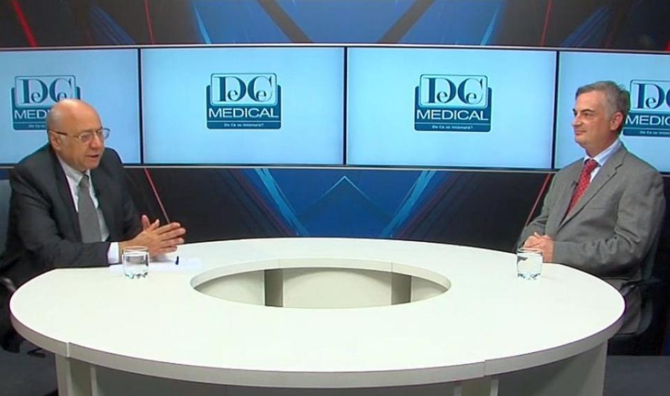 Academicianul Irinel Popescu și dr Răzvan Iacob. Foto: DC Medical