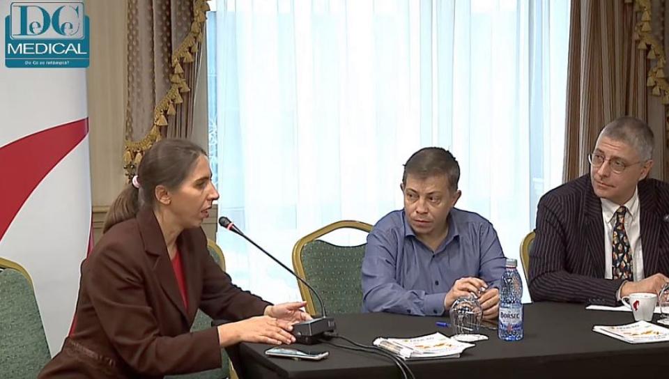 Marinela Debu (foro stânga), președintele APH-RO. Foto: DC Medical
