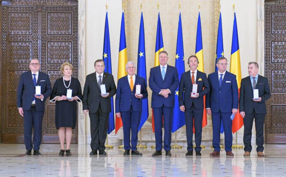 Președintele Klaus Iohannis a decorat mai multe personalități medicale