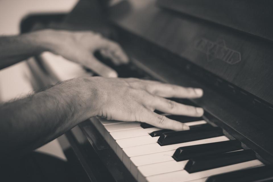 Cântatul la pian