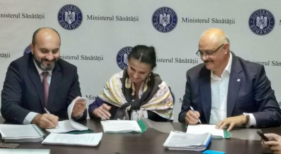 Contractul semnat de sindicate și ministrul Sănătății. Foto: Sanitas