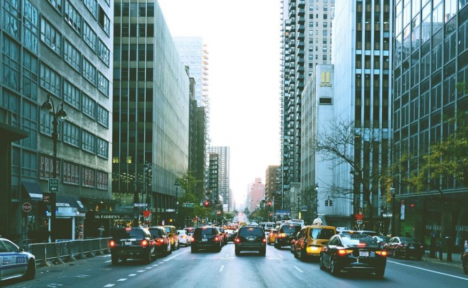 Traficul aglomerat crește riscul de cancer pulmonar