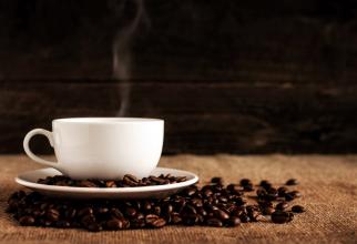 Cofeina din cafea poate crește nivelul unui hormon de stres cunoscut sub numele de cortizol.FOTO: Mike Kenneally  Unsplash