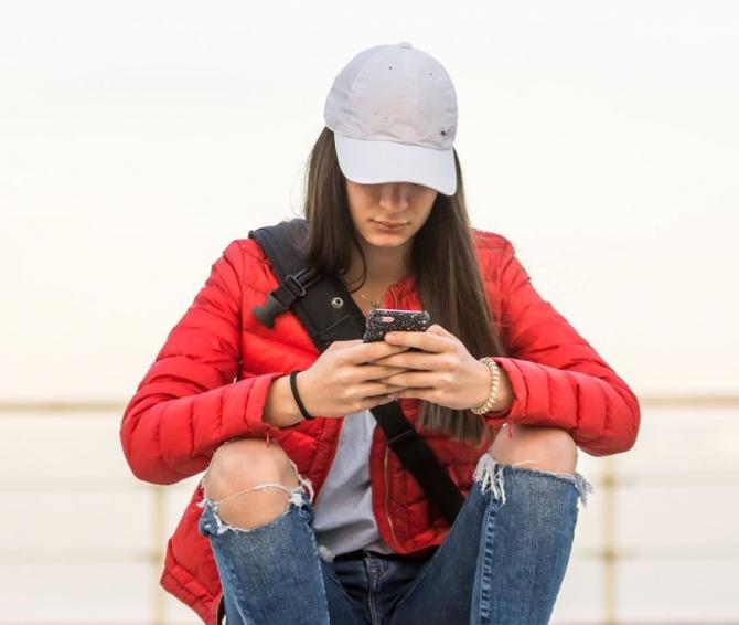 Retelele sociale au un impact nefast asupra adolescentilor