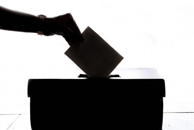 Alegerile la UMF București încep cu un război al comunicatelor