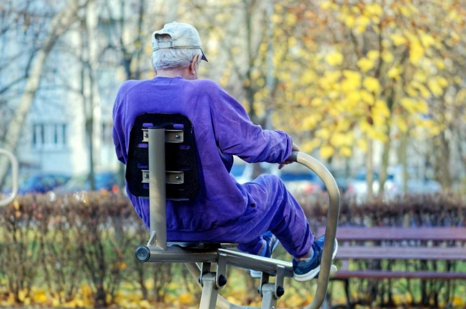 Exercițiul fizic pe care trebuie să-l facă adulții în vârstă e cel de rezistență