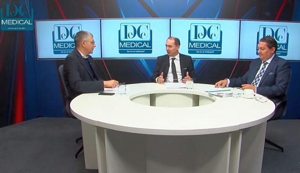 Val Vâlcu, moderatorul emisiunii, alături de biologul Florin Handra și Cătălin Hideg