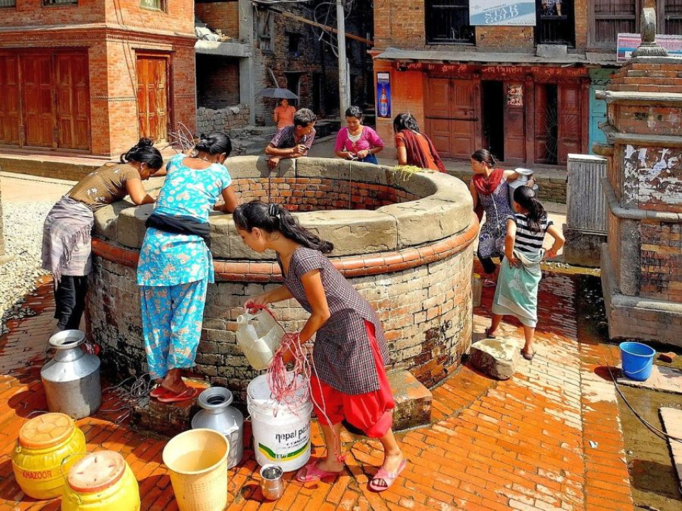 În unele regiuni, femeile sunt alungate din case când sunt în perioada de menstruație