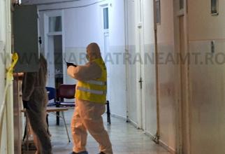 Anchetatorii la SPitalul  Județean Neamț. Foto: ziarpiatraneamt.ro