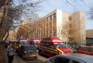 9 copii au fost duși la spital de la Școala 133. Foto: ISU București