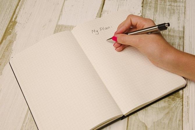 Planuri pe hârtie  FOTO: Pixabay