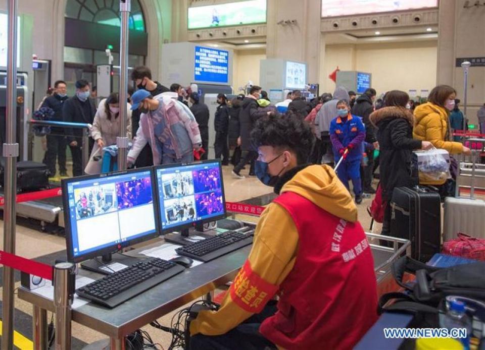 Controlul pasajerilor la Gara Hankou din Wuhan. Foto: www.news.cn