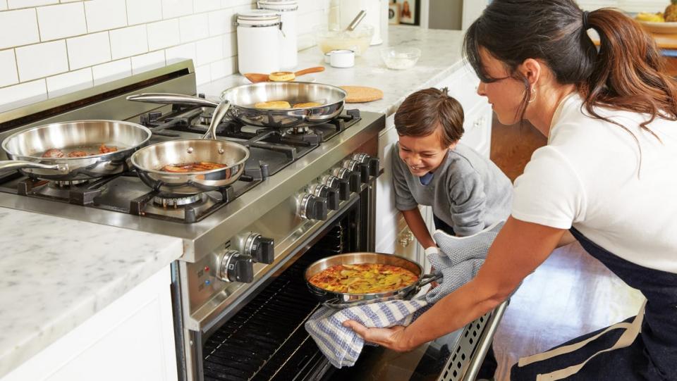 Copiii care urmăresc emisiuni de gătit cu mâncare sănătoasă au de două ori mai multe șanse să mănânce corect. FOTO Unsplash