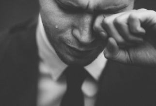 """Bărbaților cu depresie le este adesea mai dificil decât femeilor, deoarece le este sugerat să fie """"barbati"""" în fața necazurilor și provocărilor. Foto Unsplash."""