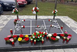 Monumentul ridicat in memoriam pentru salvatorii care și-au pierdut viața în accident