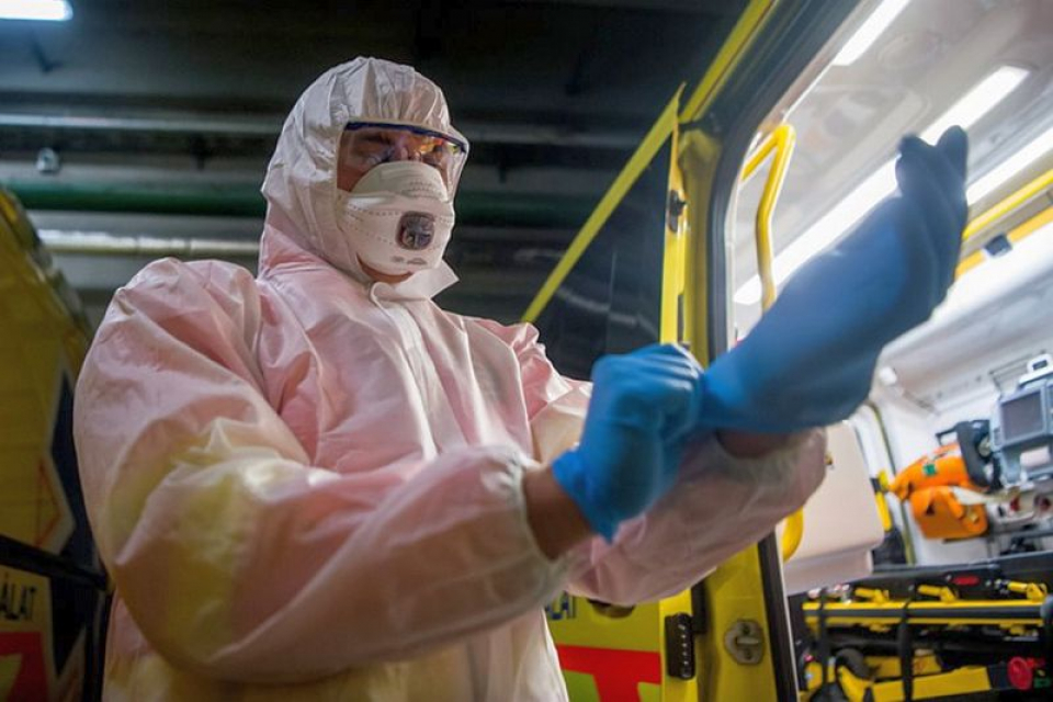 Coronavirus, echipament de protectie. Foto: MTI