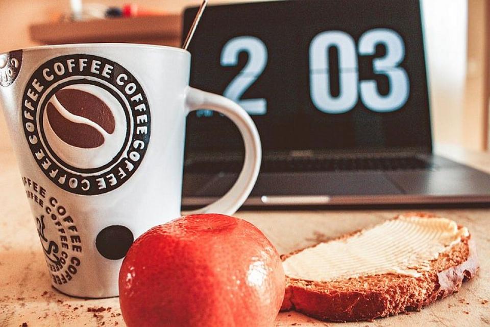Ora la care iei ele trei mese contează când vine vorba de dietă