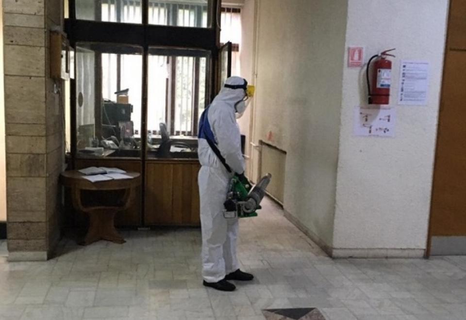 În clădirea Prefecturii Maramureș se face dezinfecție