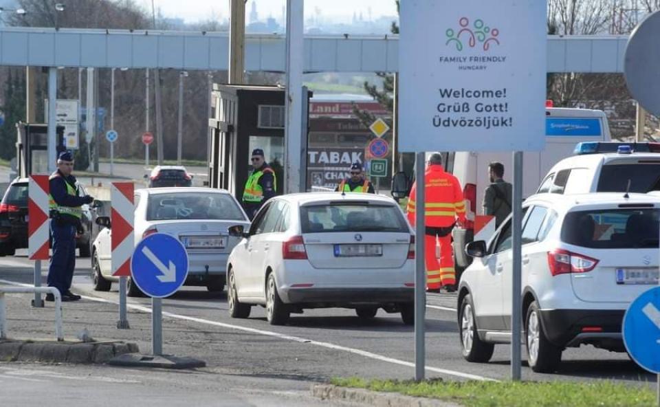 Peste 3.500 de români blocați la graniță     Sursa foto: MTI