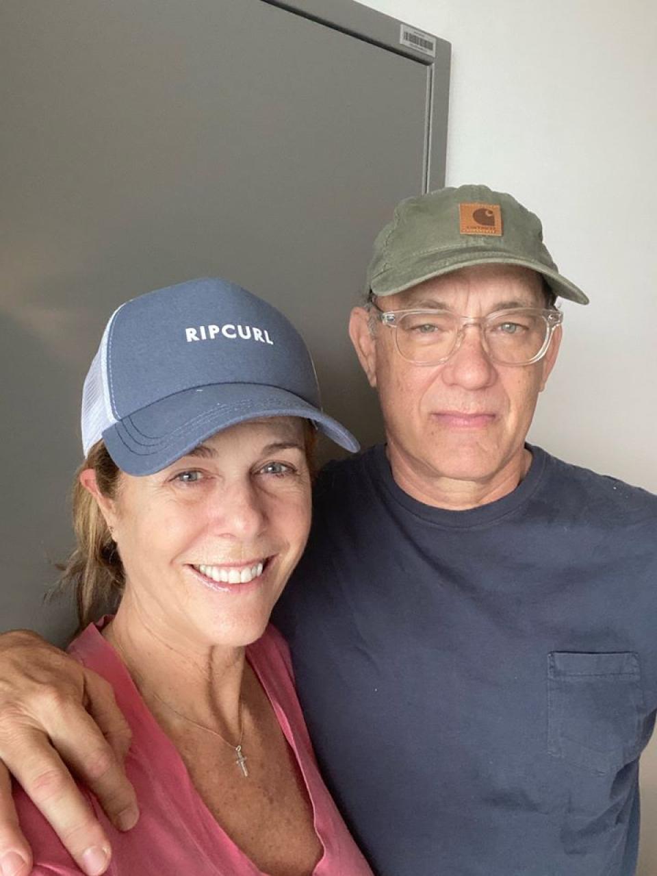 Tom Hanks şi soţia sa, actriţa Rita Wilson, au donat sânge pentru un studiu. Foto Facebook