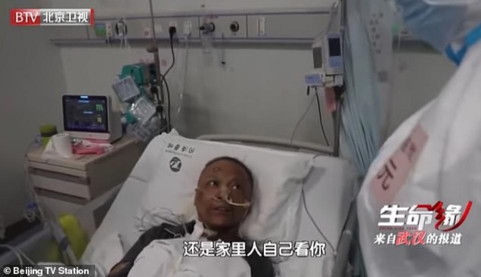 Dr. Hu s-a trezit cu pielea închisă la culoare