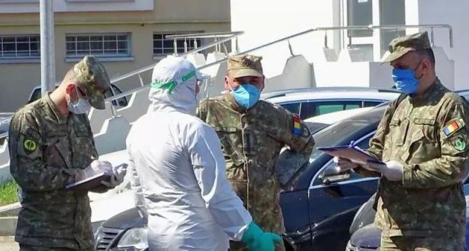 Mai mulți medici și asistenți militari au fost detașați la Suceava pentru a ajuta la stingerea focarului