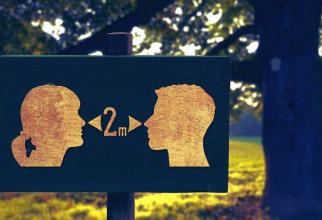Distanțarea socială rămâne regulă de bază